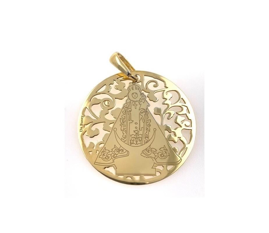 Medalla Virgen Fuensanta en Plata de Ley cubierta por baño de Oro de 18K. 40mm MF008D